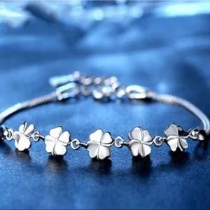 Jewelry - New Four-leaf clover bracelet